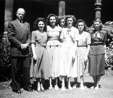 "Jean Laurent with his female students from the ""Advanced Course"" at the Royal Conservatory, Ghent, around 1945"