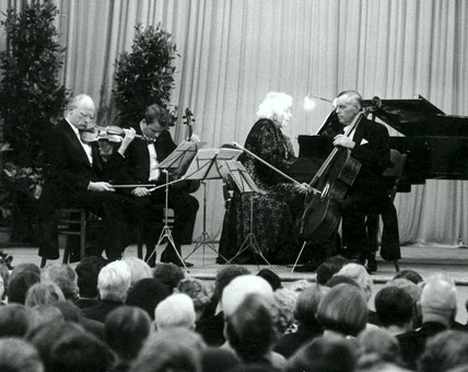 """Beethoven Evening"" during the Days of Music in Tutzing (Tutzinger Musiktage), July 1965. The performers are Elly Ney (piano), Jean Laurent (violin), Ingo Sinnhofer (viola) and Ludwig Hoelscher (cello)"